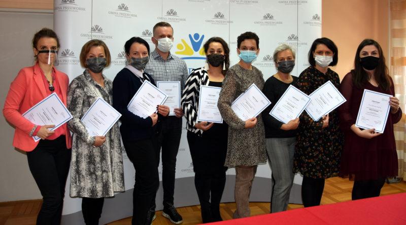 Dziewięciu pracowników z gminy i powiatu ukończyło szkolenie z mediacji rodzinnych